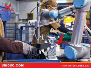 Robot công tác tương tác con người